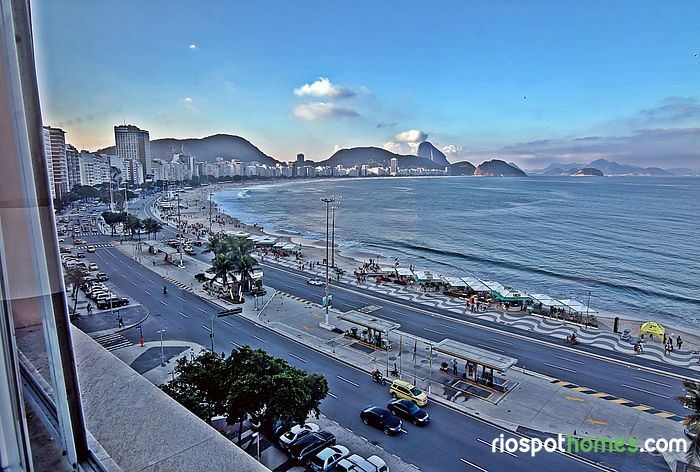 5 rooms in Posto 6 overlooking Copacabana beach.