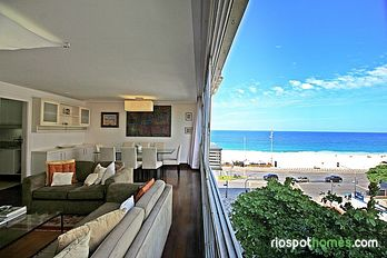 Holiday apartment in Leblon overlooking the beach.